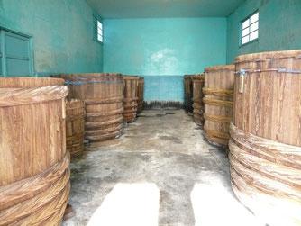 木桶で天然醸造