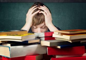 verzweifelter Schüler