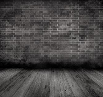 Eine Mauer in dunklem Licht
