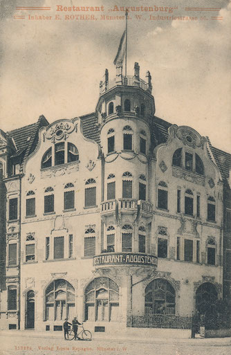 Am linken Bildrand ist ein schmaler Teil von Siegfrieds Haus zu sehen - um 1915