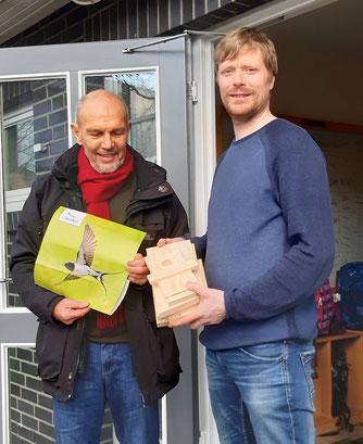 v.l.n.r.: Bernd Foelschow (NABU), Florian Jansen (Ganztagsschule Rhen), aufgenommen vor der Kontaktsperre