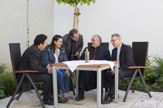 (von links) Priester Gaby Geaga, die Zuständige für diözesane Entwicklung, Dr. Mireille Bechara, der Eichstätter Weltkirchereferent Gerhard Rott, Erzbischof Hanna Rahmé und Weltkirchebeauftragter Prälat Dr. Christoph Kühn Foto: Anika Taiber-Groh