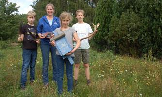 Diplom-Landschaftsökologin Inger Norrenbrock (2. von links) möchte Kindern die Umwelt vor der Haustür nahe bringen.
