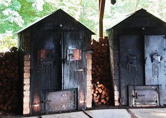 Räuchern nach alter Tradition. (Foto: Dörte Schmidt)