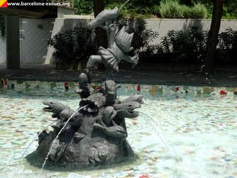 Уличная скульптура Барселоны. Коби - символ Олимпиады-92
