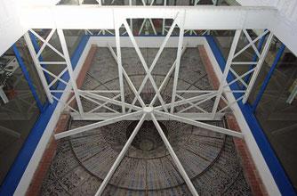 Купол дворца Каталонской музыки - обратная сторона Луны