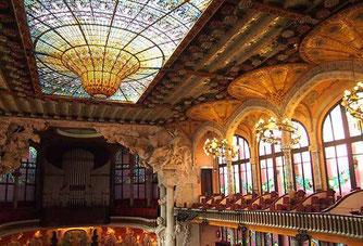 Купол дворца Каталонской Музыки в Барселоне