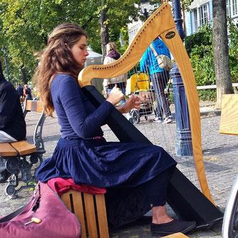 Harfinistin, Rhein, Harfe, Wasser, Fluss, Musik, Music, Copyright, AincaArt, Ainca Gautschi-Moser, Foto und Text, Writer, Photographer, Quersatz,