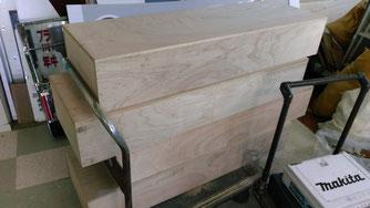 看板セントラルの木製展示台(製作中)