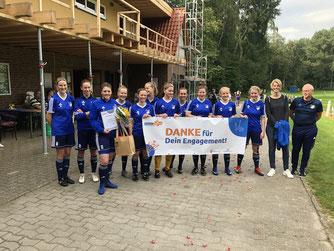 Julia Ortmann (3. von links) mit ihren Mannschaftskolleginnen (Foto: Lotzkat)