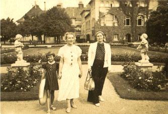 Gertrud Seltmann-Meentzen (re.) und ihre Schwester Charlotte Meentzen, die Powerfrauen, auf einer Vortrags- und Schulungsreise in Swinemünde. 1936