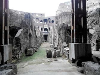 Посетите подземелья Колизея, там проводят экскурсии