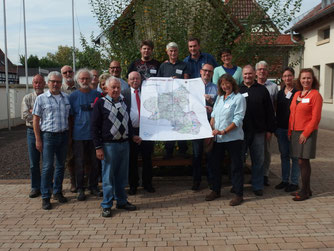Die Teilnehmer-Truppe am Bachpatenschaftstag in Haßloch