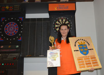 Landesmeisterin im Steel-Darts, Alexandra Engelhart. Foto: MoPA