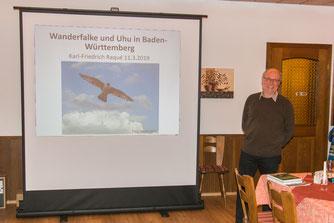 """Vortrag über """"Wanderfalke und Uhu in Baden-Würtemberg"""" von Dr. Karl-Friedrich Raqué (Foto: B. Budig)"""