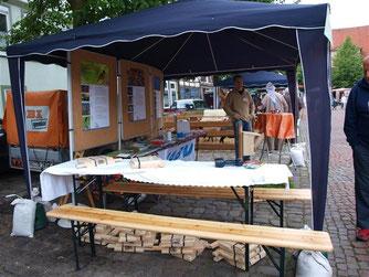Der NABU-Stand auf dem Bauernmarkt 2011. - Foto: Kathy Büscher