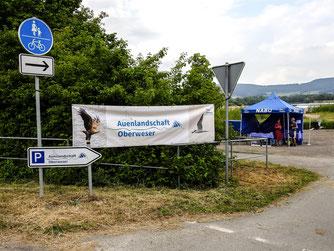 Der NABU-Infostand auf dem Schotterparkplatz. - Foto: Kathy Büscher