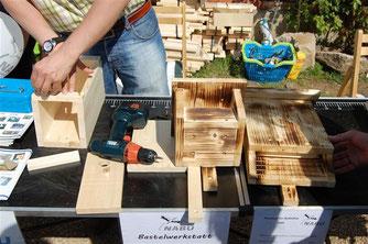 Die Bastelwerkstatt lud zum Basteln von Nistkästen ein. - Foto: Kathy Büscher