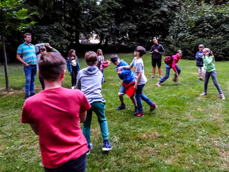 Die Kinder beim Fledermausspiel. - Foto: Kathy Büscher