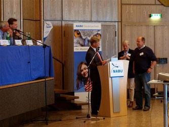 Thomas Brandt wird für sein langjähriges Engagement mit der Silbernen Ehrennadel ausgezeichnet. - Foto: Kathy Büscher
