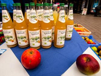 Abgefüllter Bio-Apfelsaft. - Foto: Kathy Büscher