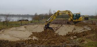 Am Stichweg wurde ein großer Teich ausgebaggert. - Foto: Bruno Scheel