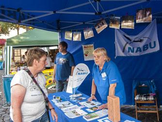 Der Info-Stand des NABU Rinteln. - Foto: Kathy Büscher
