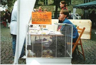 Ökomarkt 2000-Massentierhaltung. - Foto: NABU