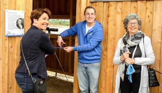 Angela Bartke-Eggermann und Dr. Nick Büscher eröffnen die Beobachtungshütte. - Foto: Kathy Büscher