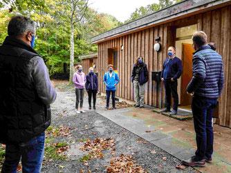 Die Gruppe vor dem ÖNSOW-Gebäude. - Foto: Kathy Büscher