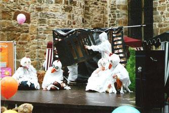 Ökomarkt 2000-NAJU Aufführung Johanna das Huhn. - Foto: NABU