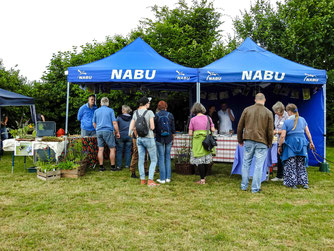 Info-Stand des NABU auf dem Bolzplatz. - Foto: Kathy Büscher