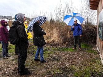 Trotz Regen fand die Exkursion statt. - Foto: Kathy Büscher