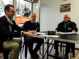 Dr. Nick Büscher und Oliver Nacke (v.l.) unterschreiben die Kooperationsvereinbarung. - Foto: Kathy Büscher