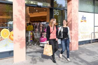 Positive Entwicklung und hohe Kundenzufriedenheit (Foto: obs / dm-drogerie markt GmbH + Co. KG)