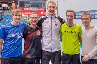 Unsere Kandidaten Erik (2. v.l.) und Moritz (2.v.r.) an der Seite von DIeter Domke (Foto: Bernd Bauer)