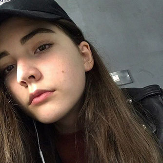 Fotoquelle: https://www.unilad.co.uk/fashion/14-year-old-model-dies-after-gruelling-12-hour-fashion-show/