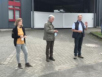 v.l.n.r. Tulay Durdu, SPD, Rainer Ufer NABU, Jochen Hagt, CDU sprechen vor den Teilnehmern ( NABU/rh)