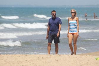 Matrimonio Spiaggia Sabaudia : Matrimonio claudia zanella e fausto brizzi le nozze con il cane in