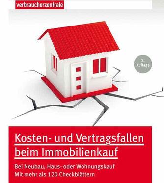 Realistisch kalkulieren, die richtigen Klauseln nutzen: Der Ratgeber Kosten- und Vertragsfallen beim Immobilienkauf der Verbraucherzentrale NRW hilft bei Neubau, Haus- oder Wohnungskauf. Foto: Verbraucherzentrale NRW.