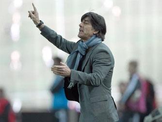 Joachim Löw will seine Mannschaft für Tiflis besser einstellen. Foto: Arne Dedert