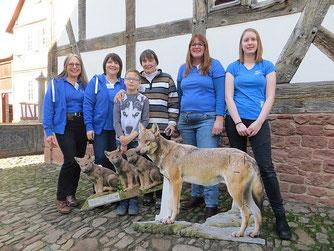 Das Team vom Wolfstag von links nach rechts: Andrea Pfäfflin, Dr. Sybille Winkelhaus, Petra Hannemann mit Enkel, Ingeborg Till, Hannah Till