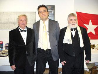 Norbert Zimmermann mit David Haisman, dem jüngsten Sohn der Titanic-Überlebenden Edith Haisman,geb,Brown (links) und Howard Nelson (Präsident des Titanic Heritage Trust,rechts)