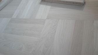 Mehrschicht Riemen  Würfel Boden   Rolf Lüttmers Natur und Lehmbau     Parkett u. Fußbodentechnik       Neu verlegung . Restauration  Holz und Natur-böden Handel.