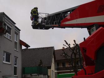 Die Waldenbucher Feuerwehr im Einsatz für den Schwalbenschutz (Foto: N. Stark-Wolf)