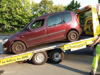 Motorschaden: Das Fahrzeug der Wildvogelhilfe war nicht mehr einsatzfähig.