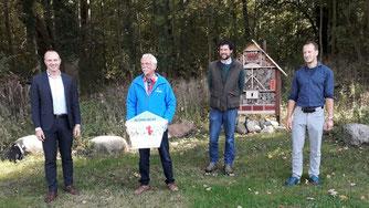 Sachsens Umweltminister Wolfram Günther (links) zu Gast beim Biotopverbund Leipzig Nord, für den neben anderen ein Industrieunternehmen, Landwirtschaft und Naturschutz zusammenarbeiten. Foto: René Sievert