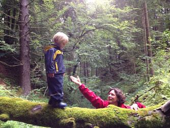 Hilla Christians, Eltern-Kind-Gruppenleiterin, Familienberaterin, Natur- und Musikpädagogin