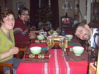 Der Cracker neben dem ersten Teller