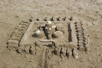 """20. April 2015 - """"Eine feste Burg ist unser Gott..."""" - mitunter in Sand gebaut"""